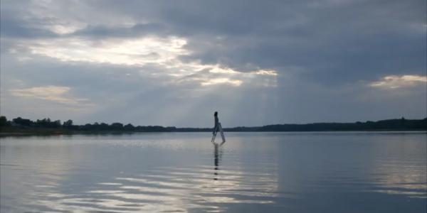 Wasser Meer Person auf Leiter